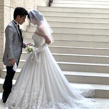 タキシードとウェディングドレス