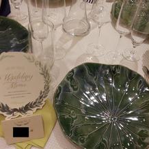 披露宴会場の様々な種類のお皿