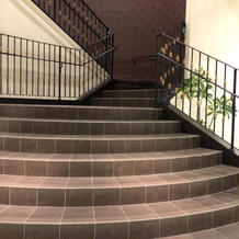披露宴会場隣接の大階段。演出に使えます。