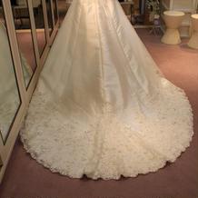 ウェディングドレス裾