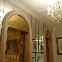 エントランス エレベーター