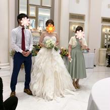 会場の白がドレスをさらに引き立たせる!