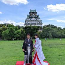 大阪城をバックに記念撮影