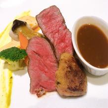 メインの牛肉とフォアグラ