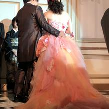 担当の方が選んでくれたカラードレス