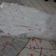 フラワーシャワー後のドレス
