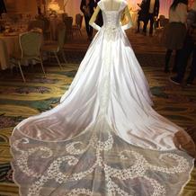 ラプンツェルのウェディングドレス(後ろ)