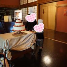 ウェディングケーキ入場