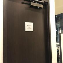 招待客更衣室 ウェディングサロン内にある