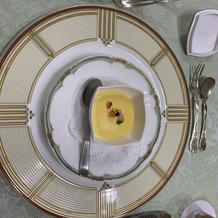 お皿とスプーン・フォークもお洒落です