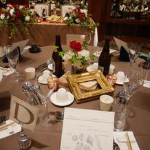 テーブルと高砂