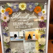 アクリル板と押し花で子育て感謝状