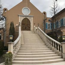 教会外の階段