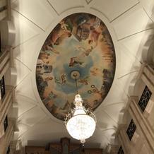 天井も高くて壁画が素敵