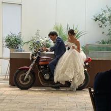 披露宴前のバイク入場