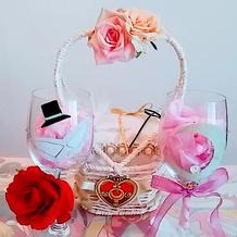 リングピロー、新郎新婦の乾杯のグラス