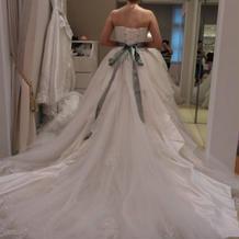 最もボリュームあるドレスを