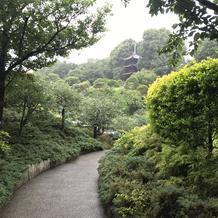 周囲の建物に邪魔されない見事な庭園