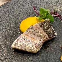 白身魚とパプリカのソース