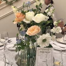 テーブルによってお花が違います