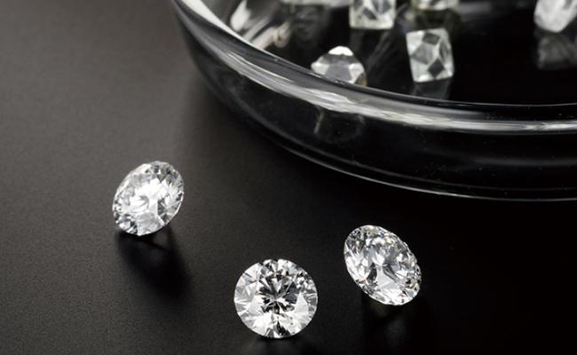 こだわりの「テーブルクリーンダイヤモンド」と「双子ダイヤモンド」
