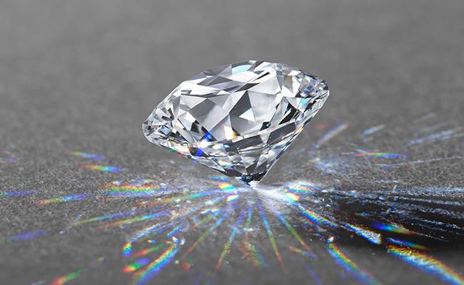 センターダイヤモンドは エクセレントカットのみを使用