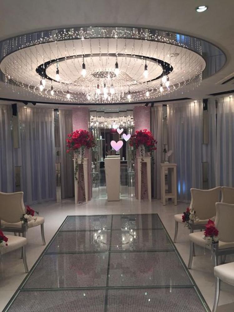 c81333350d574 小さな結婚式 神戸北野・異人館通りチャペルの雰囲気・設備. 鏡張りですごく綺麗!