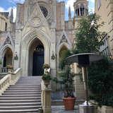 教会外の広場