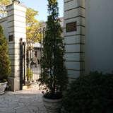 会場入り口の庭