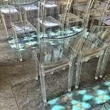 [チャペルの椅子]透明で綺麗でした。