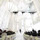 天井も高く透明感のあるチャペルでした
