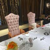 一つのテーブルを囲んでの食事会