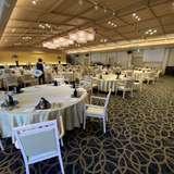 招待者90人のテーブルです。