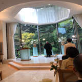 自然光が入る教会