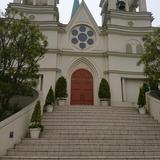 チャペル外観と大階段