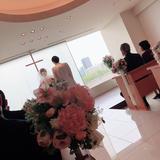 ガラス越しに大阪城が見えます