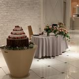 メイン卓とウェディングケーキ