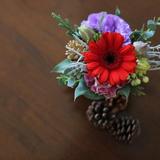 ロビーのテーブルに置く花です。