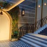 ガーデンと青い階段