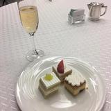 相談会で出してもらったケーキとシャンパン