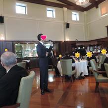 披露宴でも外国人歌手の生歌!
