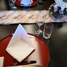 黒塗りのテーブルが素敵