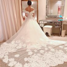 ウェディングドレス、とても後ろが長い