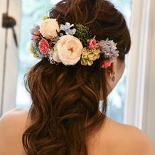カラードレスの髪飾り