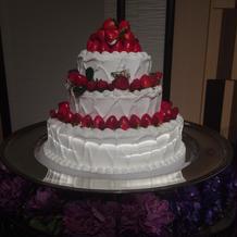 披露宴会場のウェディングケーキです。