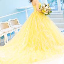 カラードレス試着 黄色