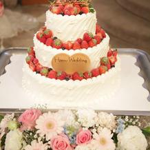 ウェディングケーキ(装花つき)