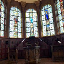 教会内正面のステンドグラス