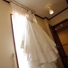 ウェディングドレス(純白)