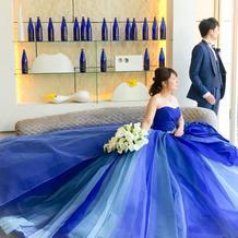 カラードレスはキヨコハタのブルーのドレス
